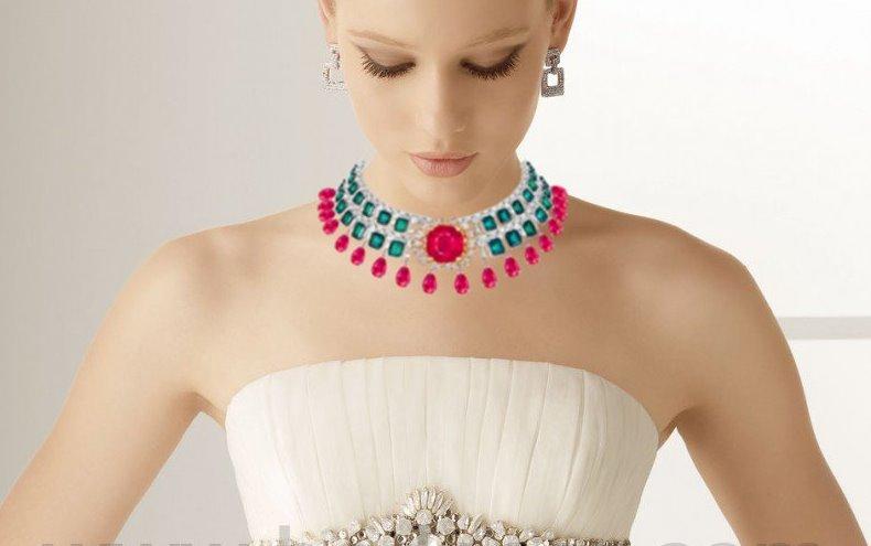 Modelo con el Collar Gran señora de los sueños